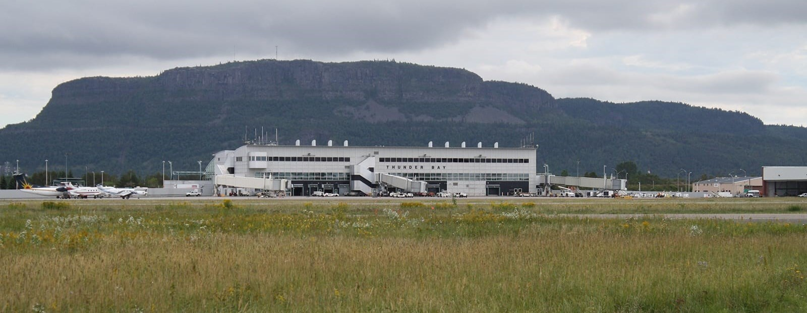 thunder bay airport